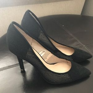 GUESS Mesh Black Pumps with gold accent